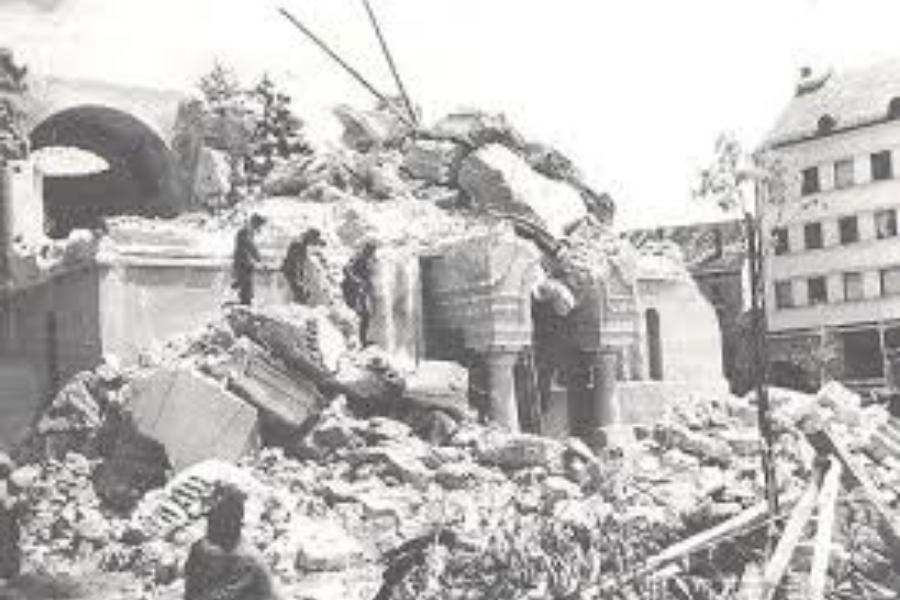 Pred 100 leti je bila porušena marsikatera cerkev.  Ni bilo zaželeno, da si bil vernik.