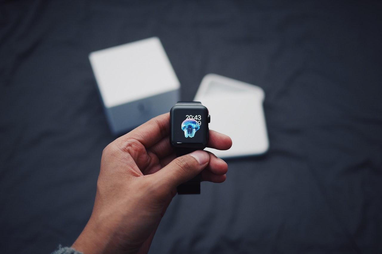 Nova pametna ura Apple Watch je serija 6.
