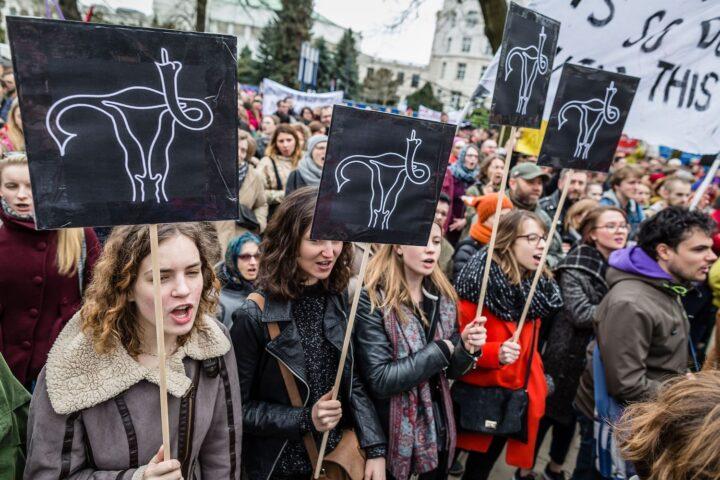 Poljska postaja za ženske pekel
