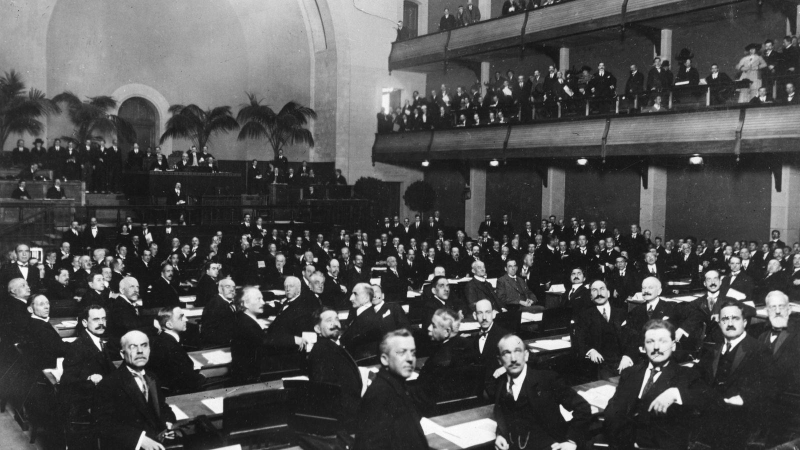 Liga narodov je bila pri reševanju mnogih mednarodnih vprašanj neuspešna.