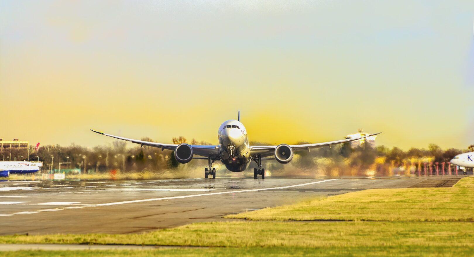 Električno letalo je bolj prijazno okolju kot navadno. Ne proizvaja hrupa niti ne onesnažuje okolje.