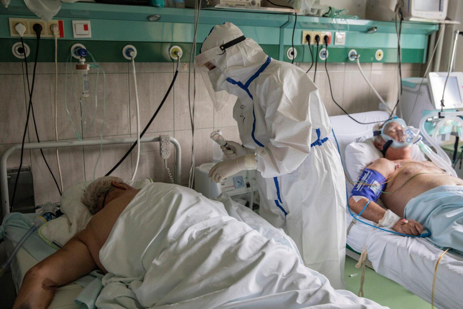 Tudi Cerkev pomaga po bolnišnici, a se redovnice in redovniki ne hvalijo o tem.