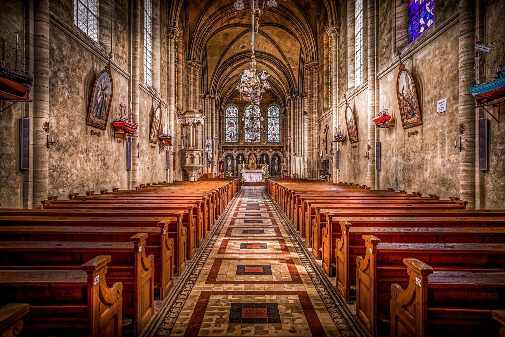 V težki situaciji spletna bogoslužja Gospod dovoli, vendar je ideal Cerkve vedno bogoslužje z ljudstvom in zakramenti.