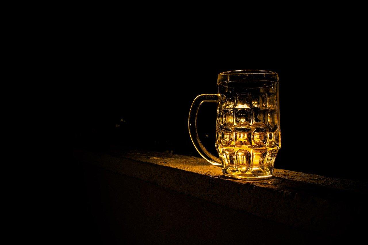 Uživanje alkohola v času covida-19 je v porastu. Možne posledice so zaskrbljujoče.