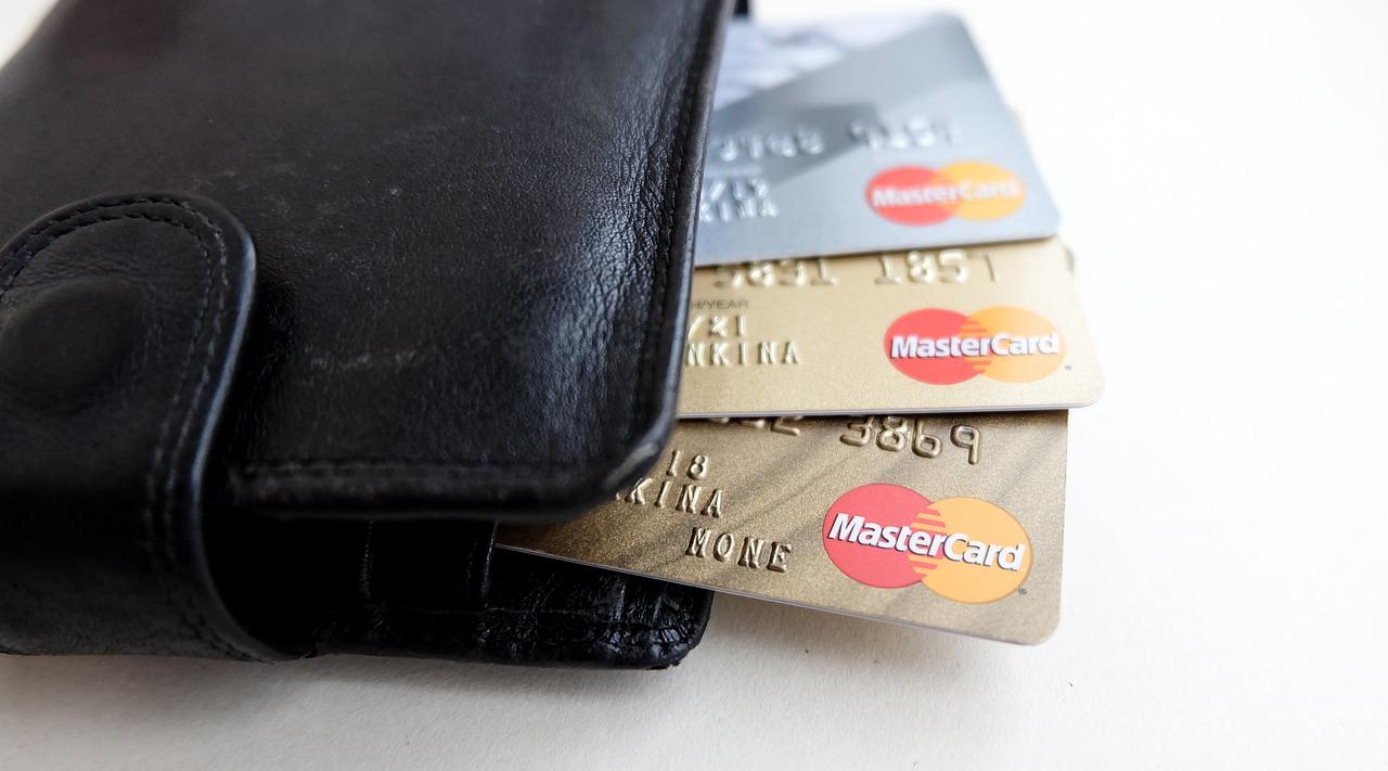 Debetne kartice so na splošno manj varne od kreditnih kartic.