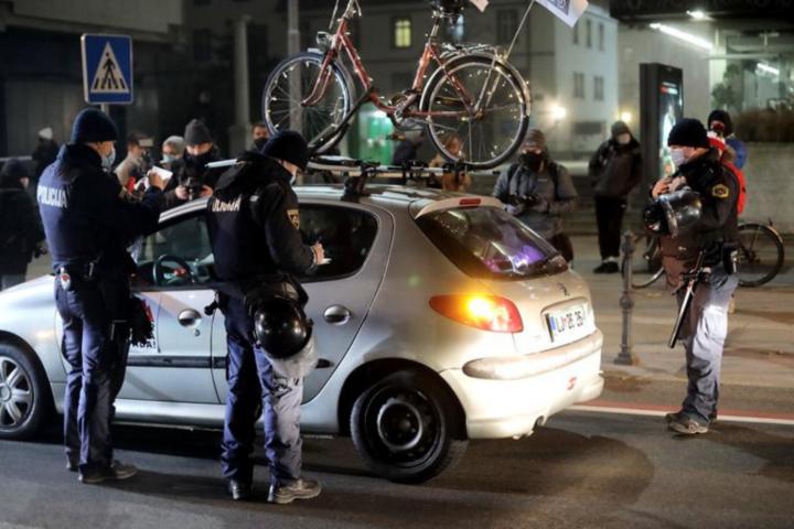 Tudi na petkovem protestu z avtomobili je policija zgolj opravljala svoje delo