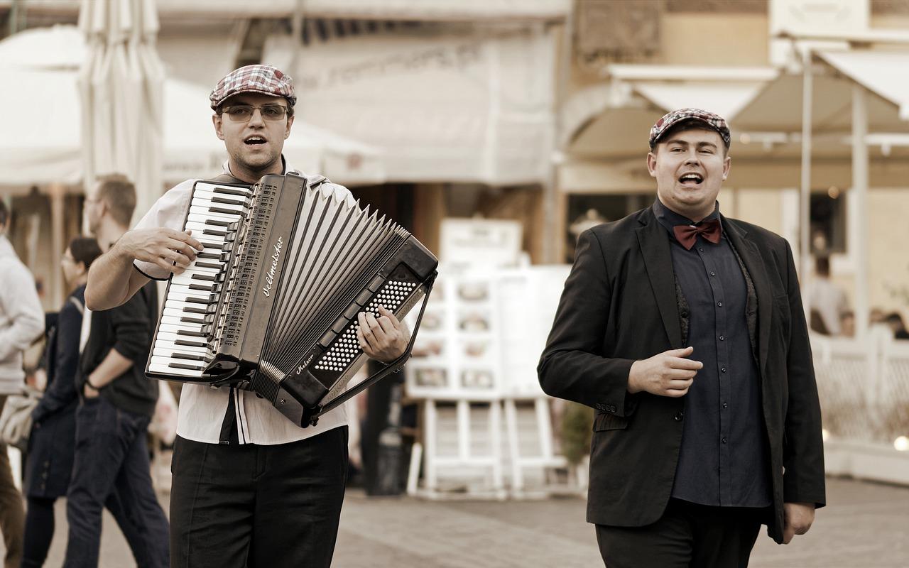 V tradicionalni glasbi je diatonična harmonika zelo priljubljena.