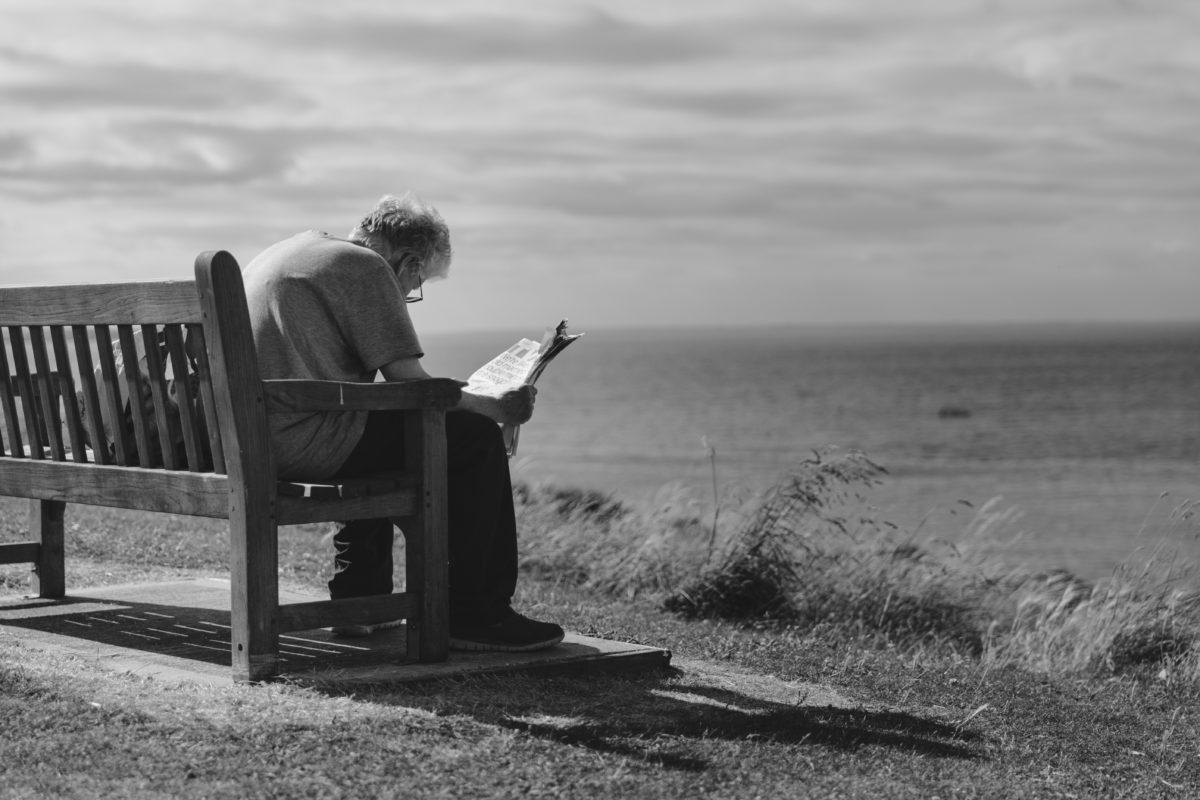 Osamljenost je postala težava mnogih. Naj vam dobra knjiga dela dobro družbo.