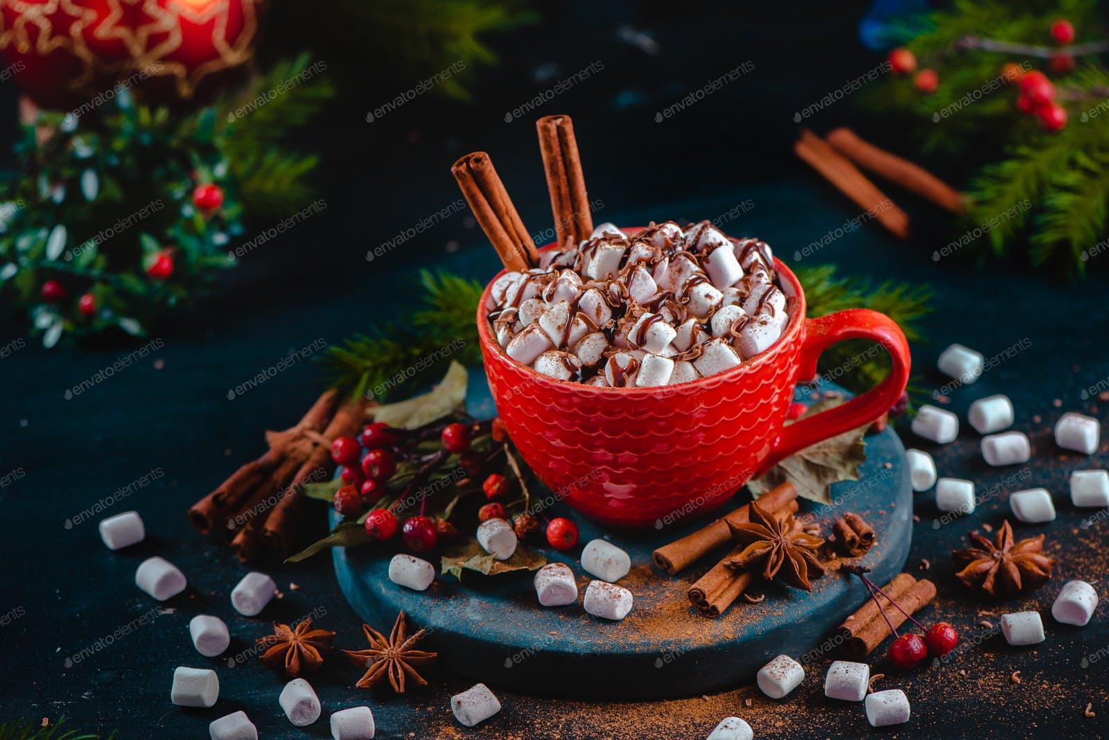 Iz domače kuhinje: Božični napitki za najmlajše in najstarejše
