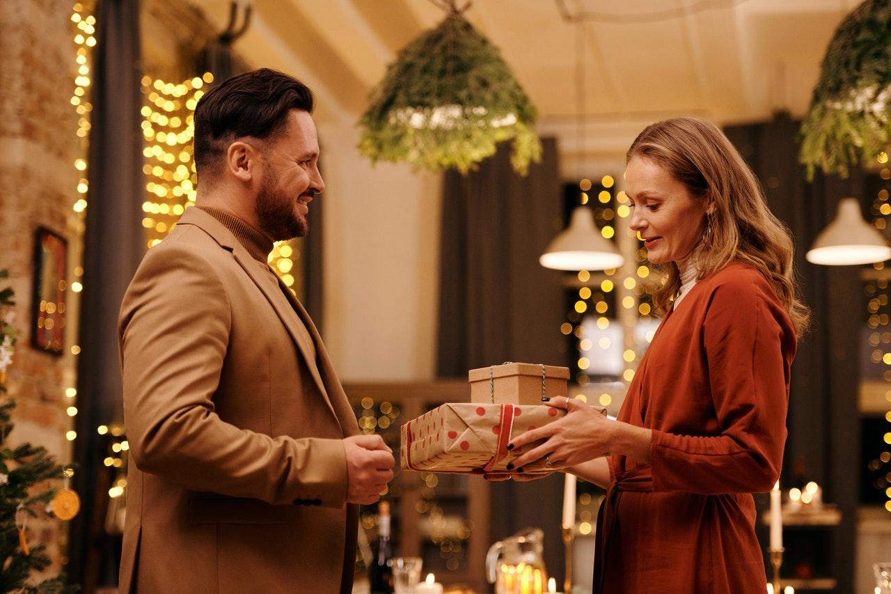 Devet idej za darila za poslovne partnerje, ki bodo pomagala pri poslovnem uspehu
