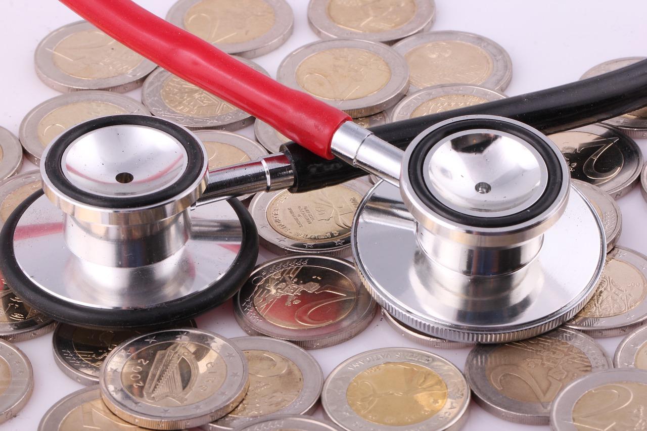 Delež stroškov zdravljenja krije dopolnilno zavarovanje.