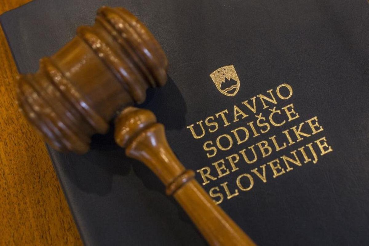 Do 4. decembra je za covidom-19 v Sloveniji skupno umrlo 1.653 oseb.