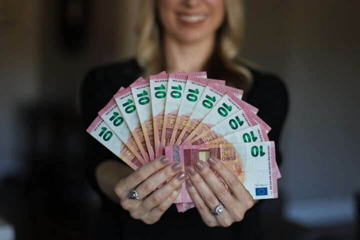 Je univerzalni temeljni dohodek korak k boljšemu življenju?