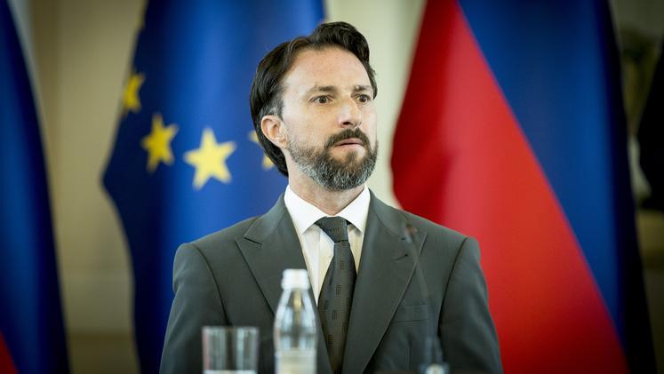 Andraž Teršek pod vprašanje postavlja tudi druge vladne odloke, ki naj bi bili tudi podaljšani na ta način.