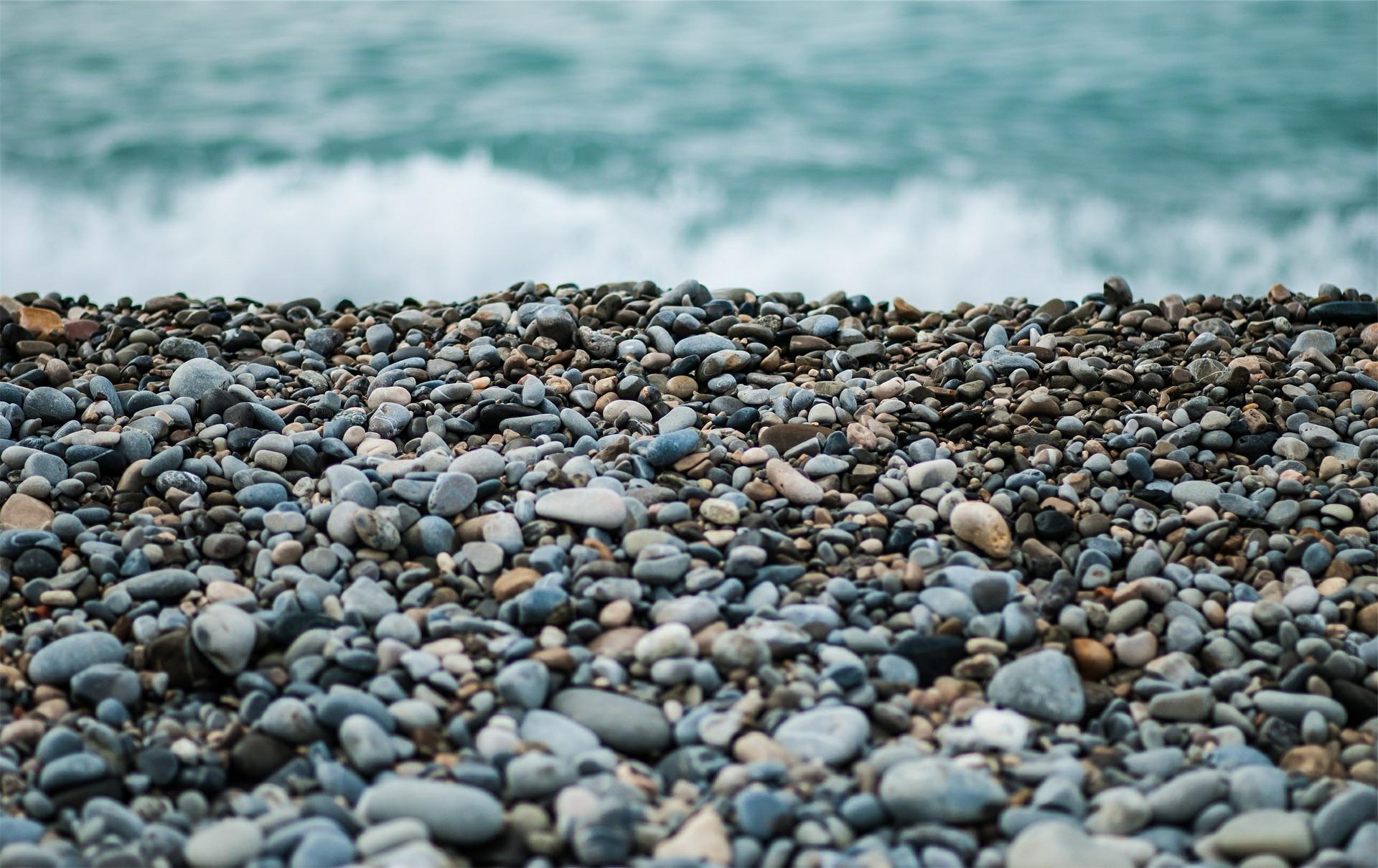 Zgodba za lepši dan: Beli kamenček … črni kamenček