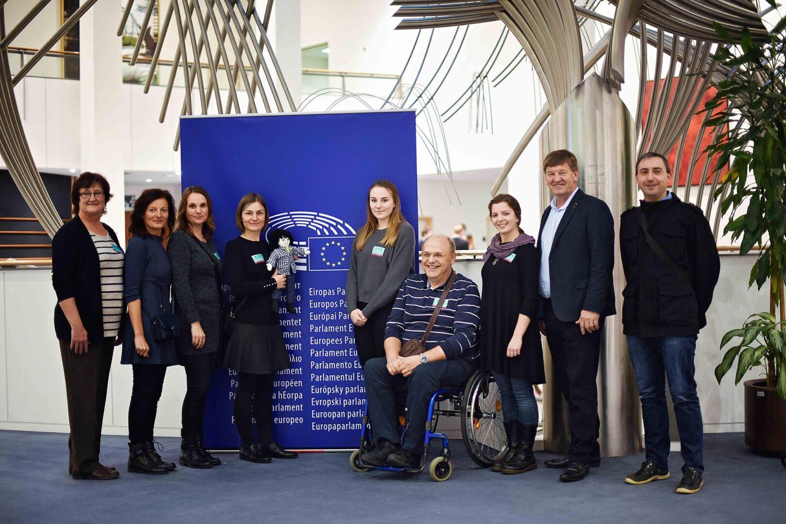 Mladi gimnazijski maturantki, Tajda Špes in Jana Meško, sta pod mentorstvom Aleša Marđetka napisali knjigo Miha spozna Evropsko unijo, ki jo je založila založba Kreativna PiKA v sodelovanju s Francem Bogovičem, poslancem Evropskega parlamenta (SLS/EPP). Knjigo so predstavili tudi v Evropskem parlamentu.