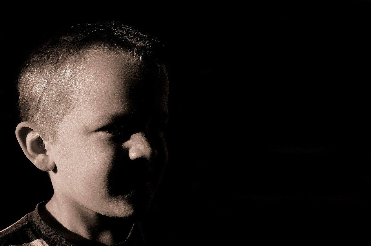 V primeru smrti staršev ali nezmožnosti skrbi za otroka, se otroku določi skrbnik, ki je lahko tudi sorodnik.