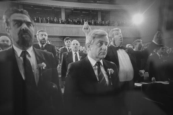 Stare sile so si spretno nadele naziv demokratičnosti in hkrati tudi spretno dajale vtis, da želijo Slovenijo popeljati na pot demokracije in neodvisnosti.