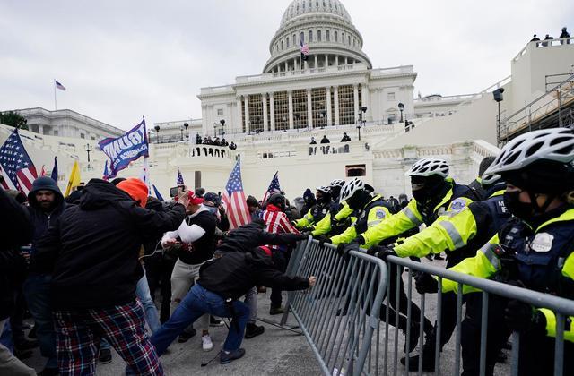Napad na Kapitol naj bi bila pikica na i, da je Donald Trump bil odstranjen iz nekaterih družbenih omrežij.