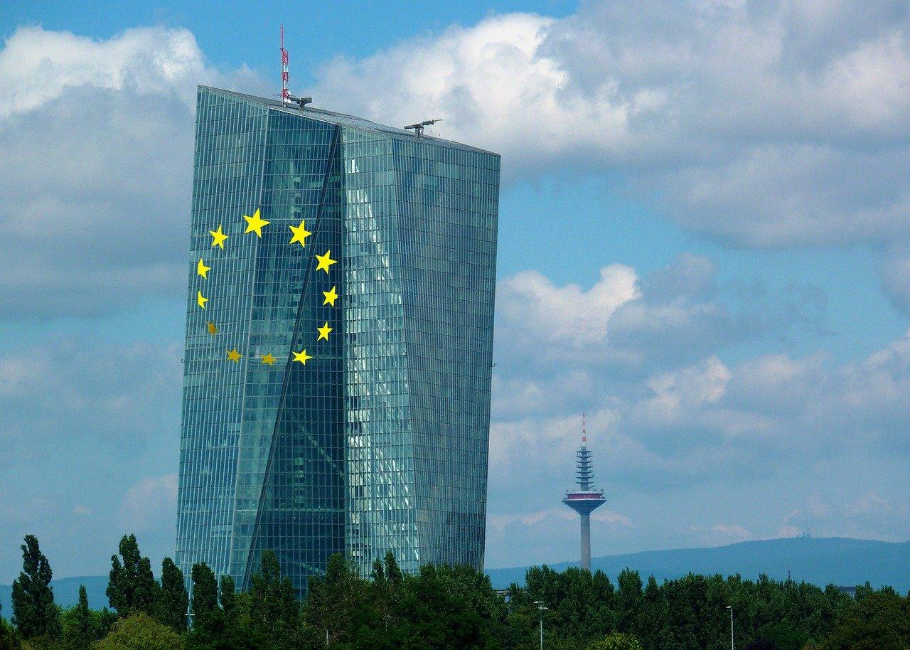 Evropska centralna banka nadzira več kot 100 bank
