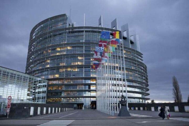Čigave interese zastopajo evropski poslanci?