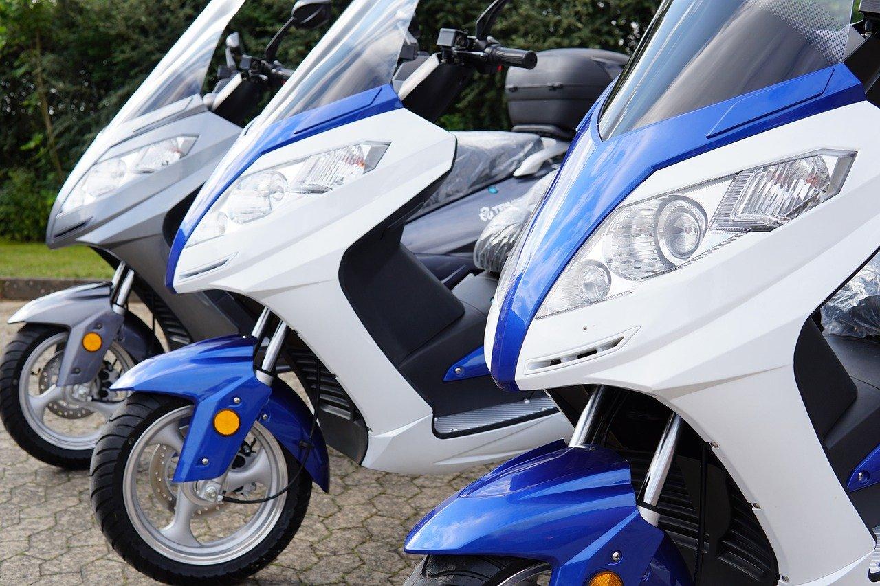 Električni skuter je na voljo v različnih oblikah in jakostih.