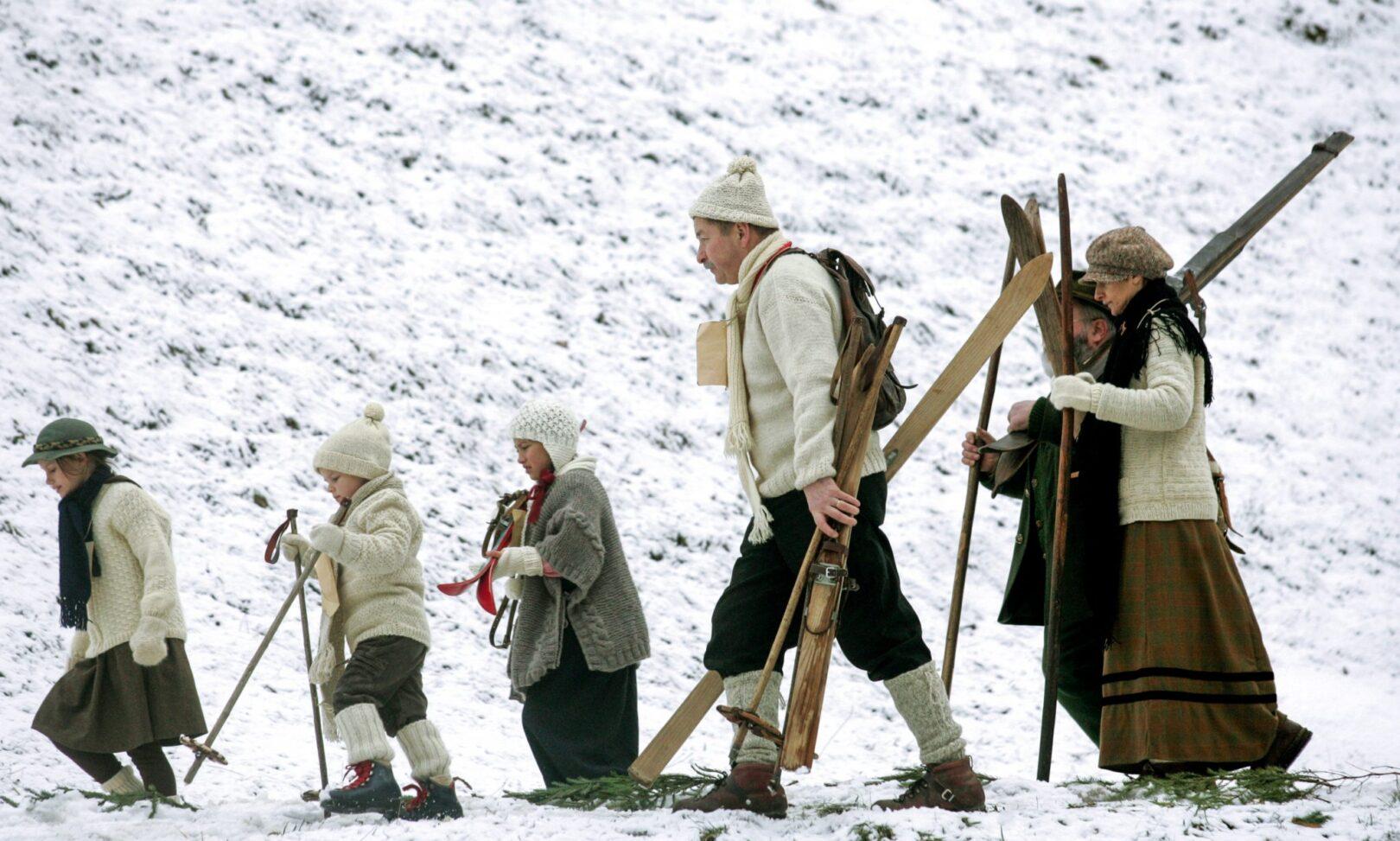 Zimsko veselje na snegu je pritegnilo tako mlado kot staro.