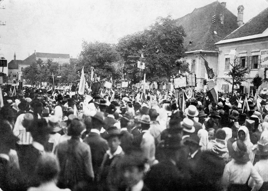 Slovenec je naposled zapisal, da vprašanje o protestu proti plebiscitu na Koroškem ni nepomembno, ter da je bil plebiscit vse prej kot svoboden izraz ljudske volje.