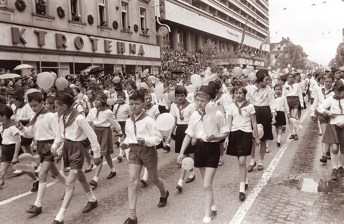 Titovi pionirji, delček, ki so ga bili deležni vsi otroci rojeni do 1982.