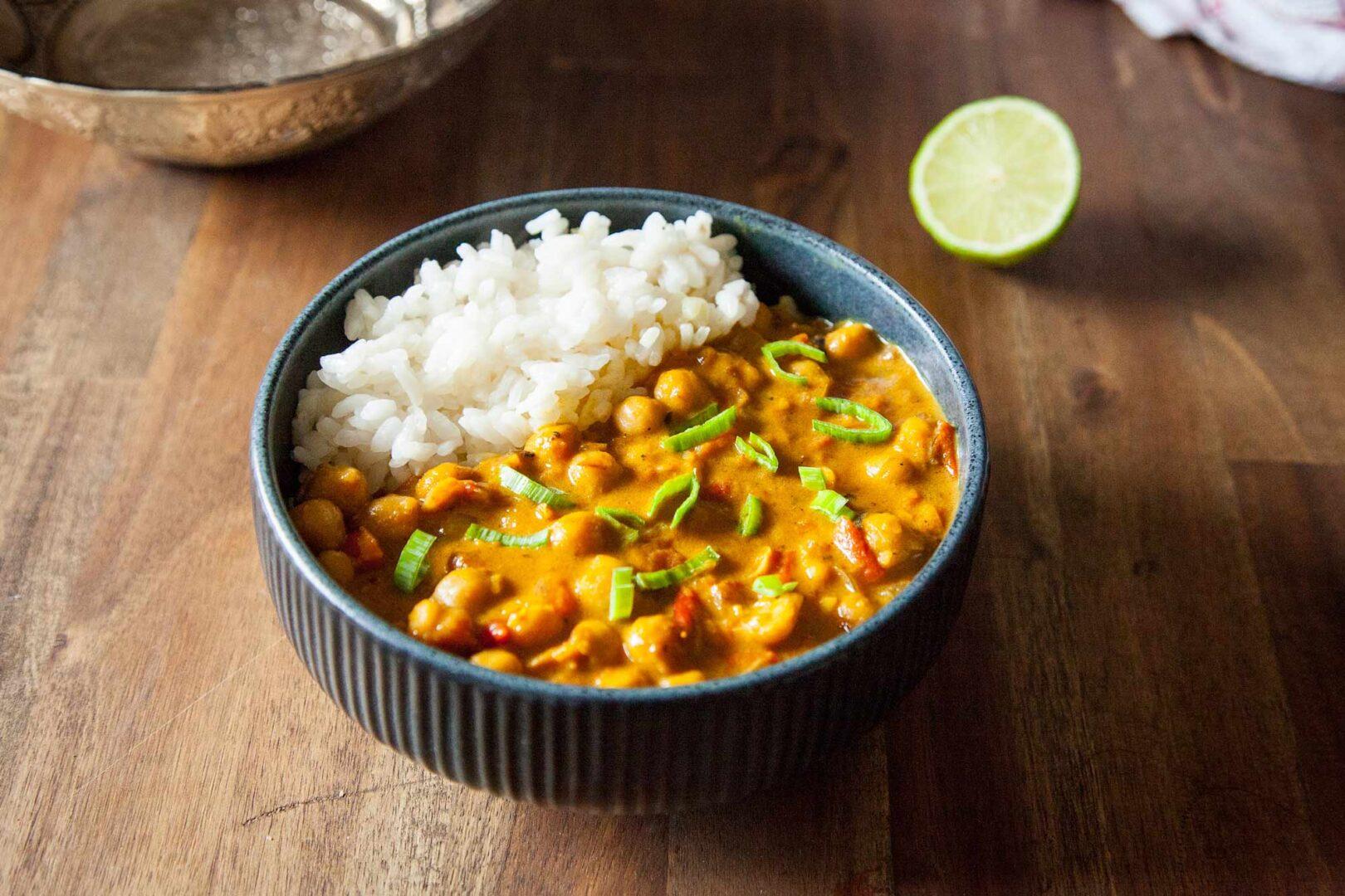 Veganski curry s čičeriko.
