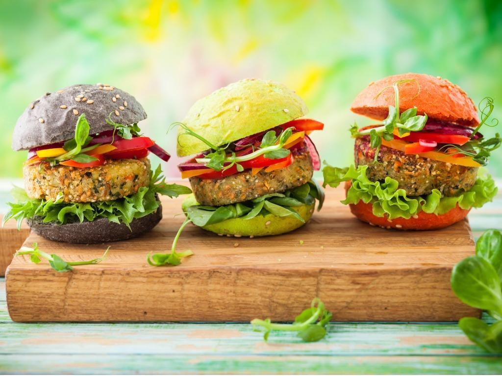 Iz domače kuhinje: Veganuarske okusne jedi z nadomestki mesa