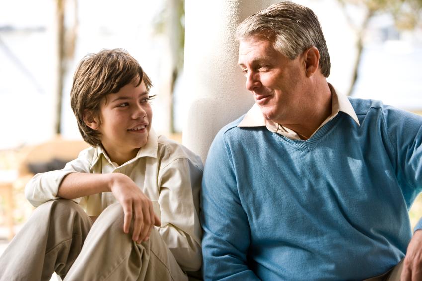 Zagovornik nudi strokovno pomoč otroku, da izrazi svoje mnenje v vseh postopkih in zadevah, v katerih je udeležen.