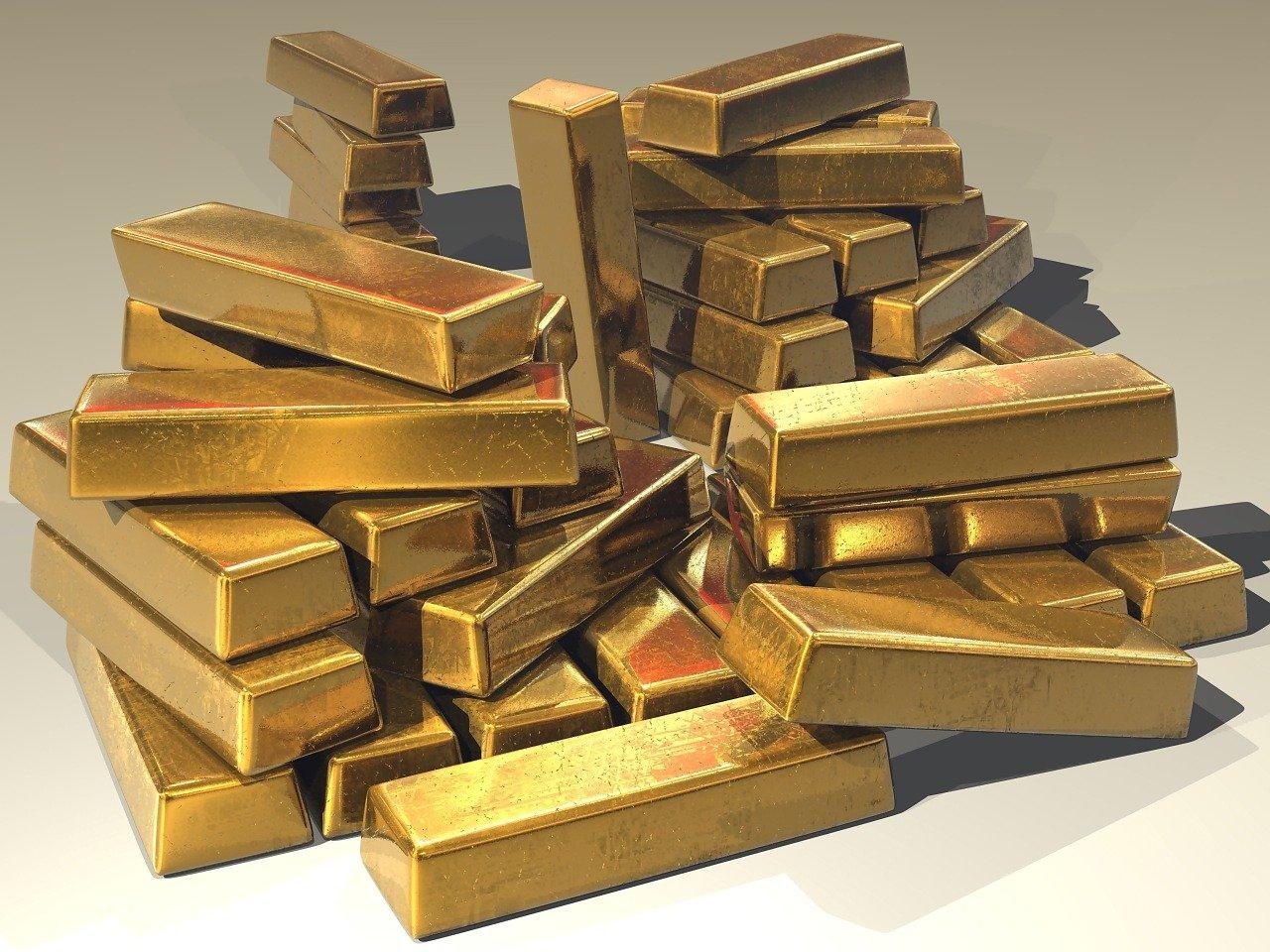 Zlato ostaja privlačna naložba, saj številni ekonomisti pričakujejo, da se bo letošnje leto zaznamovala inflacija.