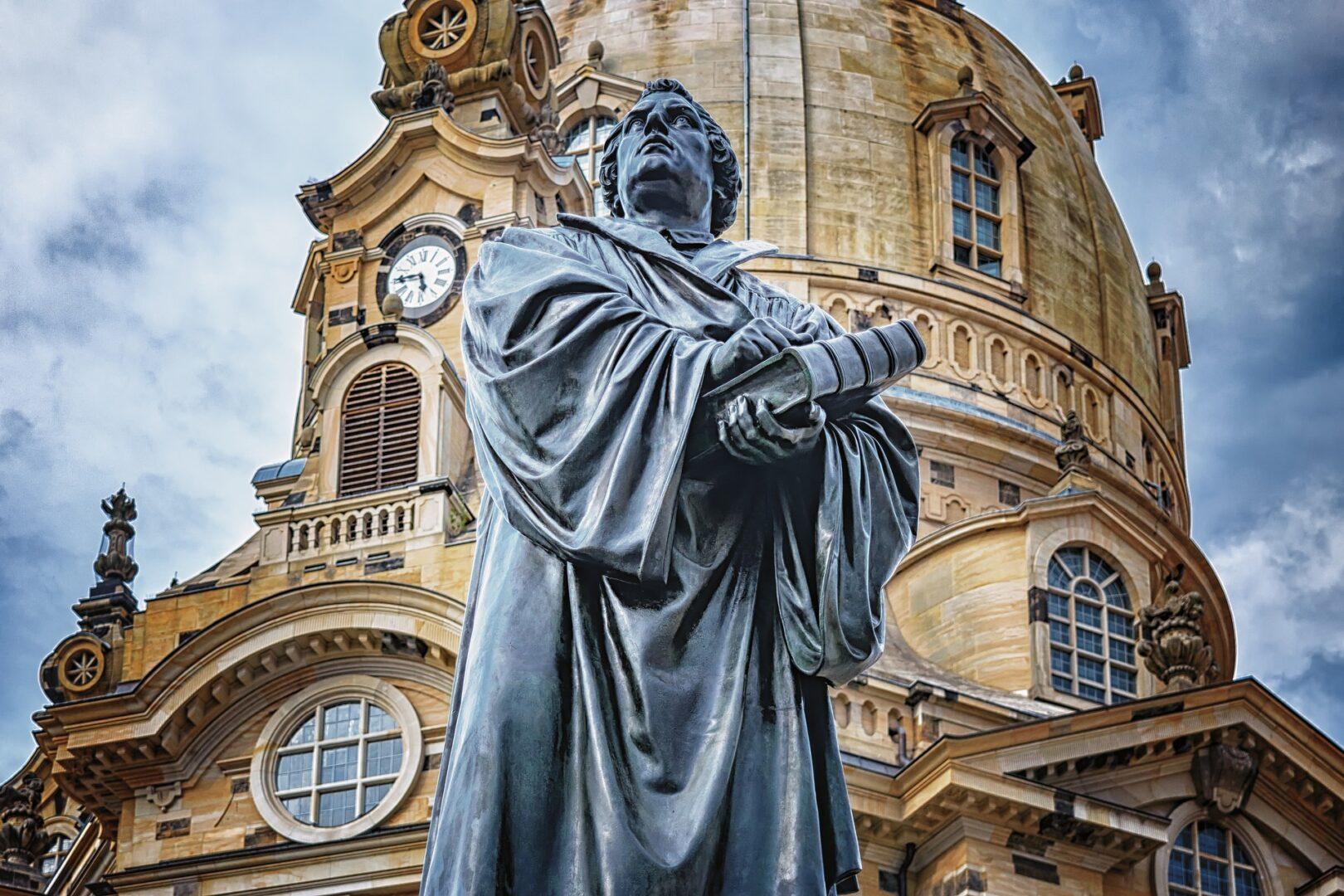 Drugi veliki razkol je povzročil Martin Luther, ki je leta 1517 poslal svojemu škofu Albertu Brandenburškemu znamenitih 95 tez, v katerih je izražal pomisleke zoper takratni nauk o odpustkih in predlagal reformo Cerkve.
