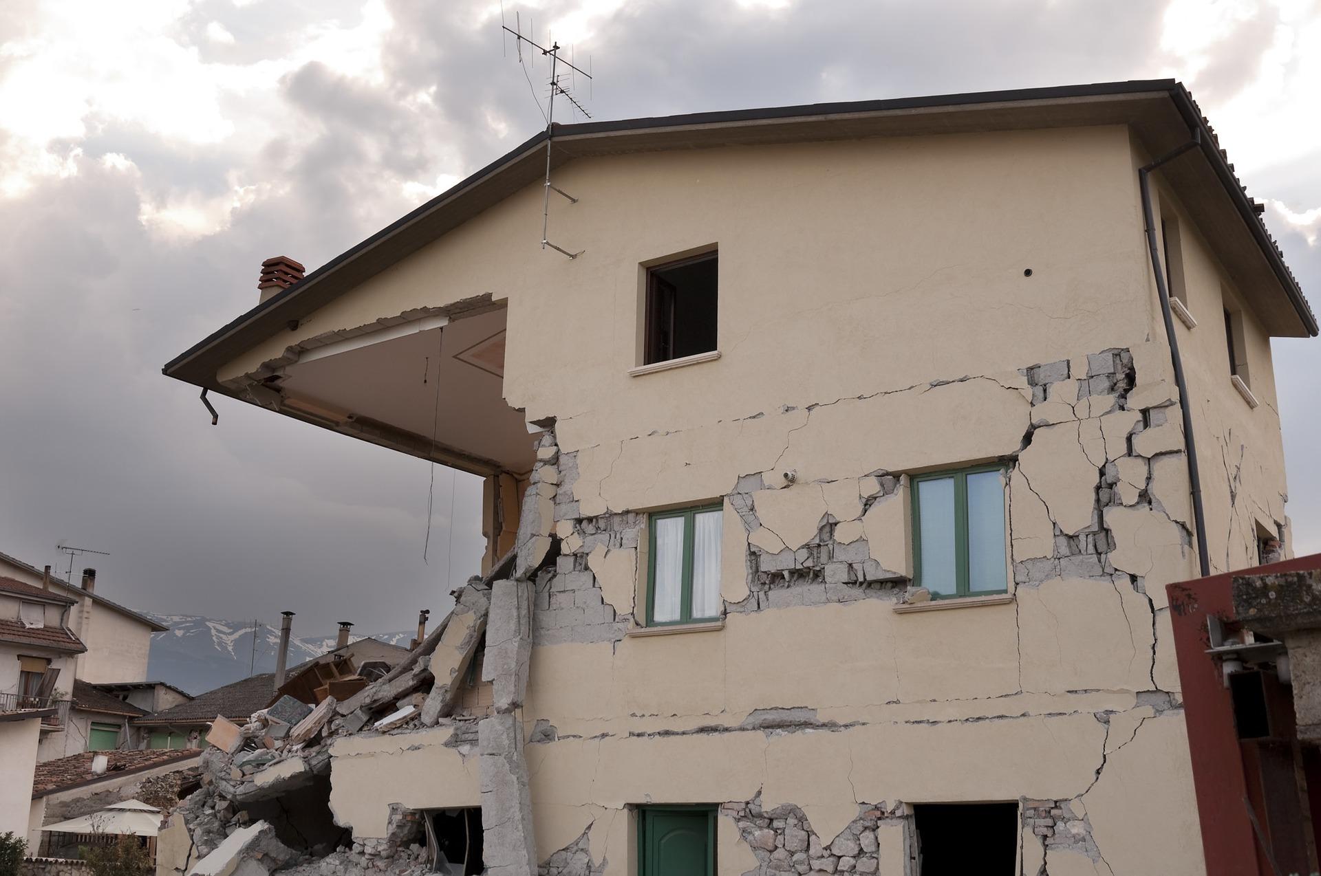 V potresno nevarnih stavbah v Sloveniji živi med 88 in 200 tisoč ljudi