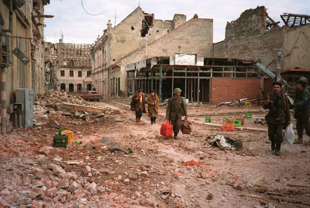 Odhod iz Jugoslavije ni bil lahek. V Sloveniji je trajala 11 dni in za sabo pustila kar nekaj žrtev.  Hrvaške in Bosanske žrtve pa se štejejo v tisočih.