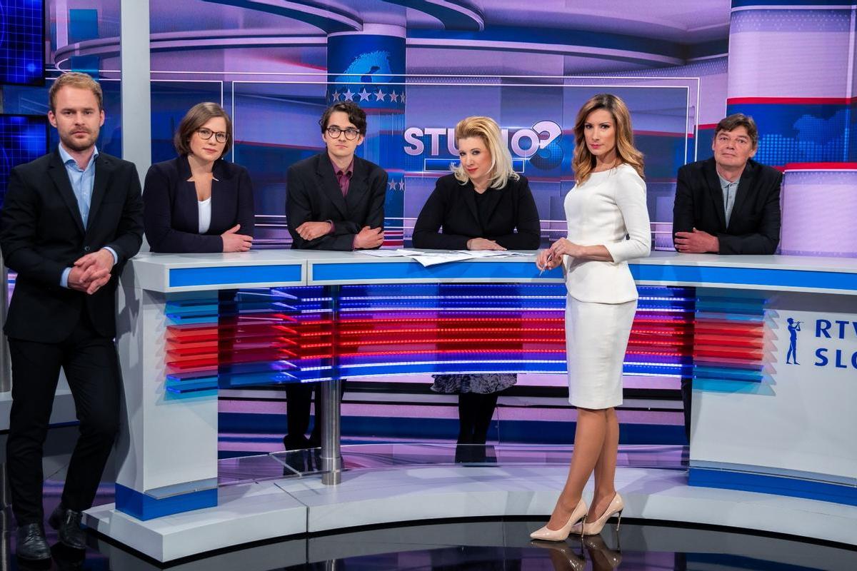 Tarča je samo ena izmed oddaj v slovenskem medijskem prostoru, ki se ukvarja z domnevnim koruptivnim delovanjem vlade. Različne TV-hiše, radijske postaje, spletni portali ipd. imajo delovanje vlade pod strogim drobnogledom.