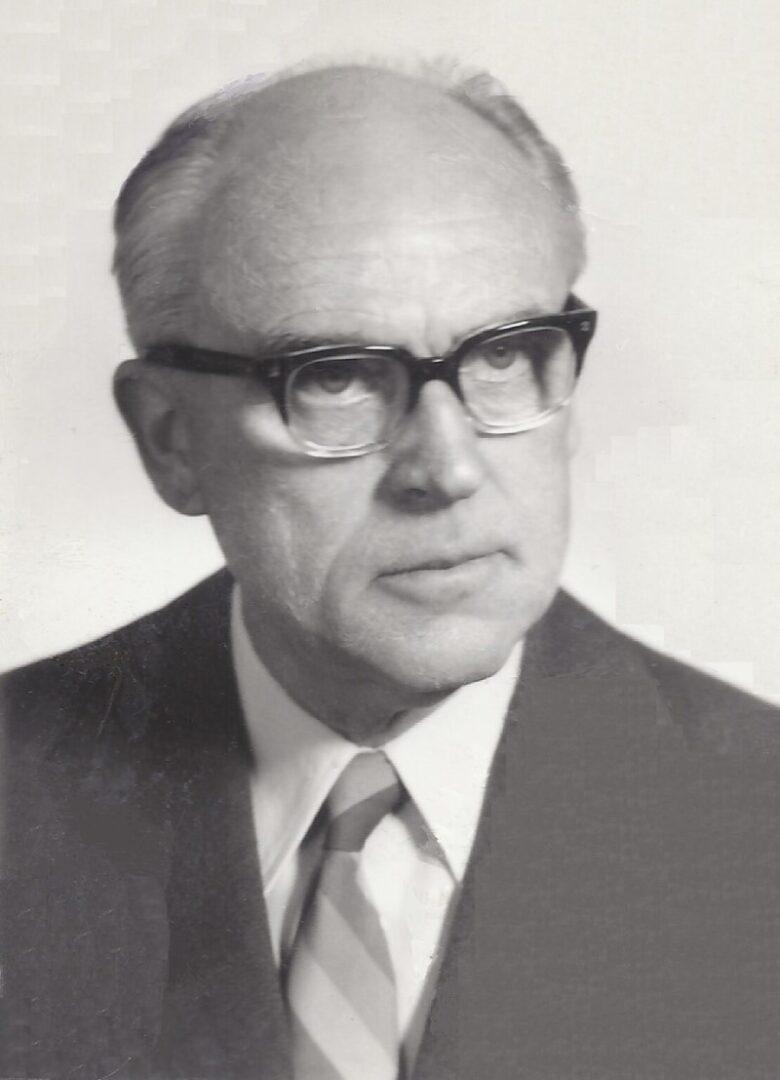 Prof. Božidar Magajna, Andrejev oče, mu je bil vedno tudi velik vzornik in prijatelj. Med vojno je bil zaposlen kot diplomirani inženir elektrotehnike na Radijski redakciji v Ljubljani. Ilegalno je pomagal odporniškemu gibanju, med drugim s pretihotapljeno elektroniko pri vzpostavitvi radia Kričač.