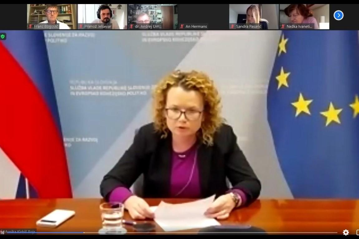 Mag. Monika Kirbiš Rojs, državna sekretarka Službe Vlade Republike Slovenije za razvoj in evropsko kohezijsko politiko. Vir slike: Posnetek zaslona INAK.