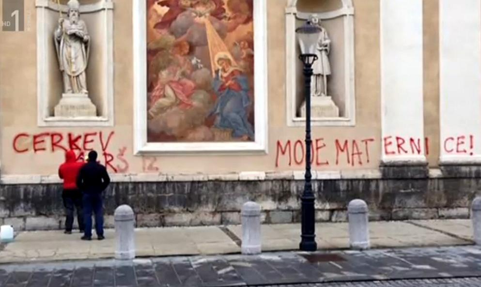 Zakaj pride do skrunitev cerkvenih objektov?
