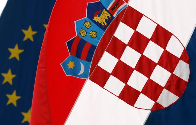 Sandra Pasarić: Hrvaška, zapuščen otok pod evropskim nebom – Migracijski tokovi iz Hrvaške in znotraj nje ter njihovi družbeni vplivi