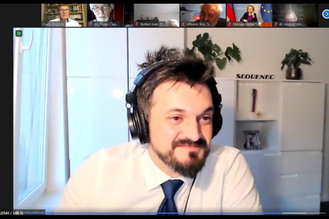 Primož Jelševar, direktor Inštituta dr. Antona Korošca. Vir slike: Posnetek zaslona INAK.