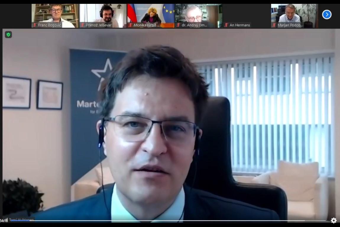 Tomi Huhtanen, izvršni direktor Wilfried Martens Centre for European Studies. Vir slike: Posnetek zaslona INAK.
