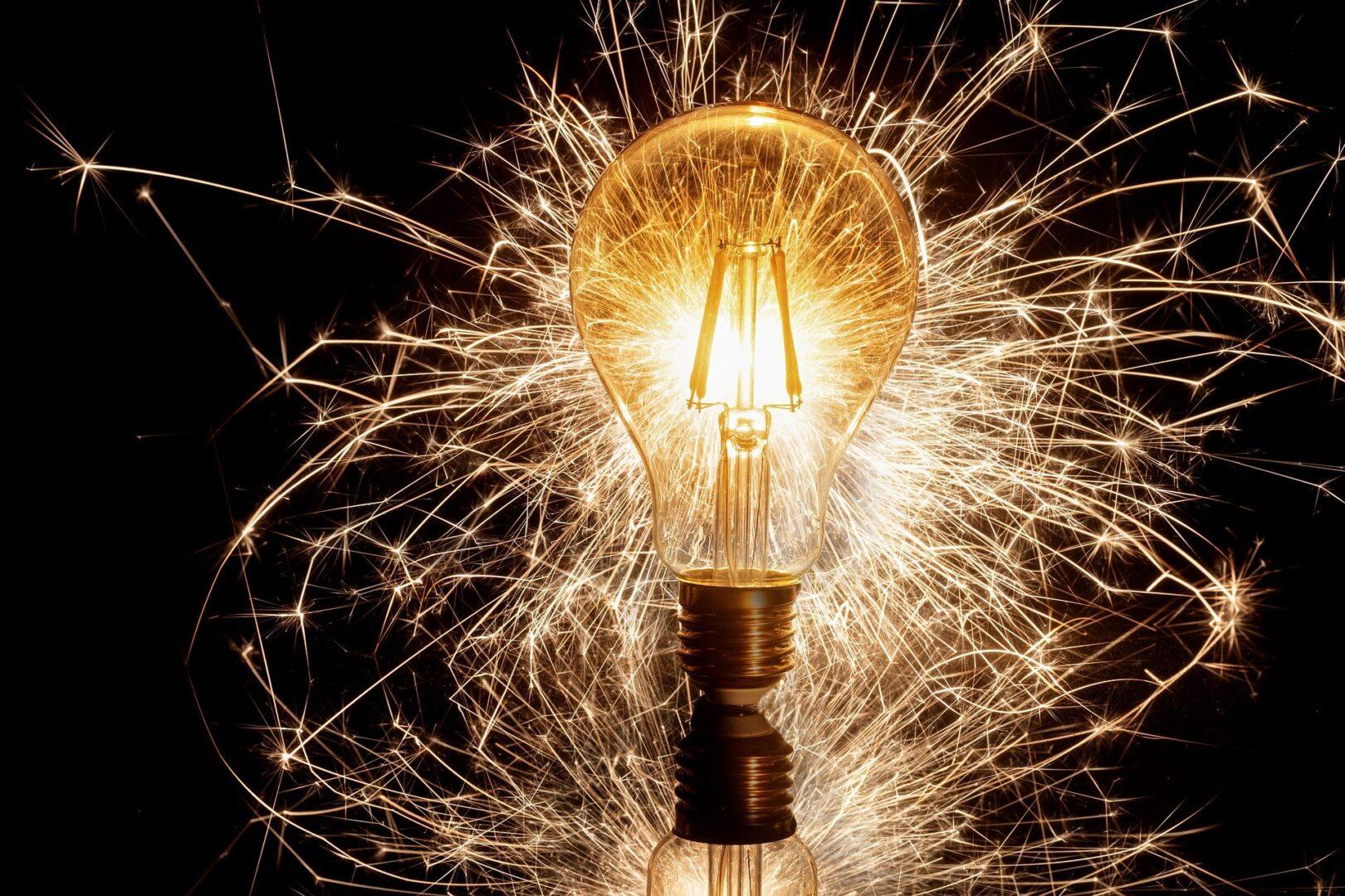 Ko otrok odkrije povezave in razume snov, se lučke v glavi kar prižigajo.