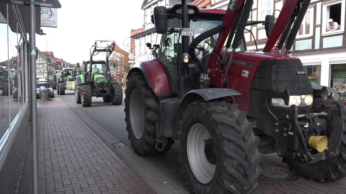 Kaj je tedaj osnovno sredstvo? Traktor za 200.000 evrov, ki se vozi okoli parlamenta, ali traktor za 200 evrov, ki orje njivo?