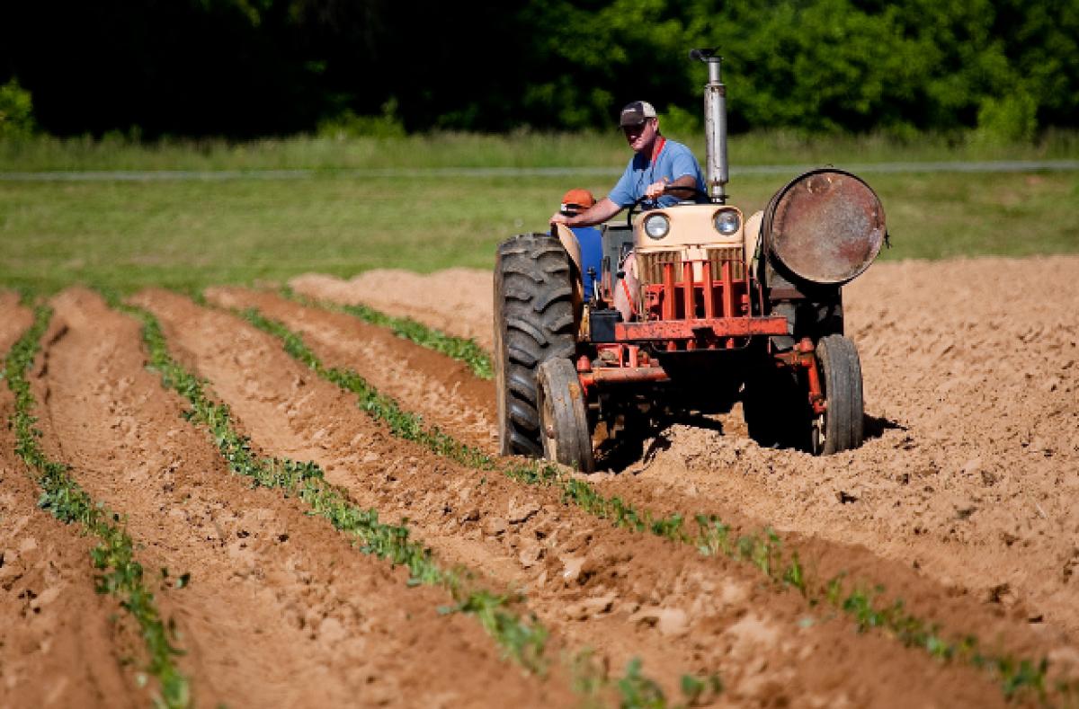 Nov traktor je osnovno sredstvo, star traktor, ki ga kupimo, pa ni osnovno sredstvo? Kaj pa je nov traktor, ko se postara?