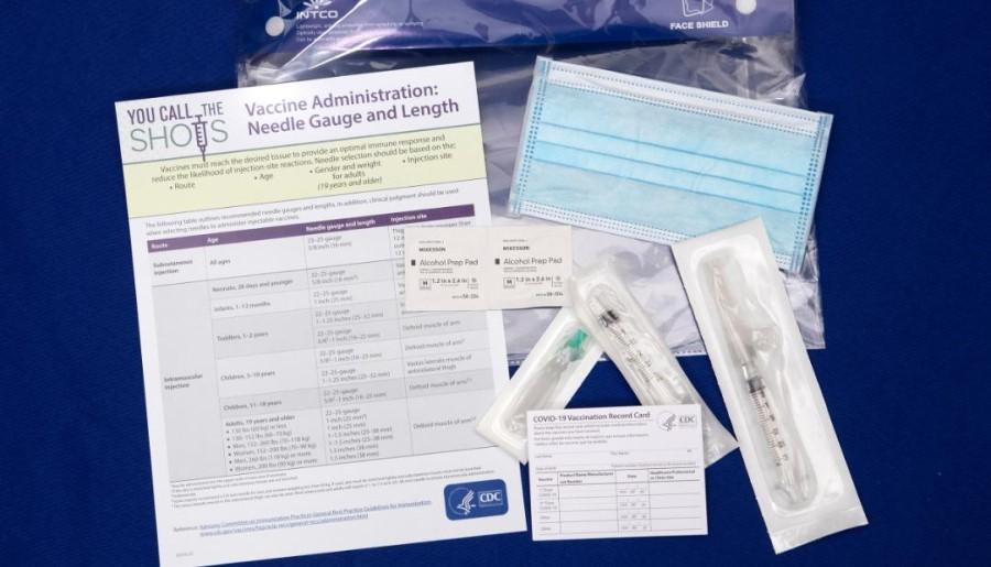 Dokler ni vzpostavljenih specifikacij in standardov za digitalno (ali drugačno) potrdilo o cepljenju proti covidu-19, katerega namen bo olajšano spremljanje nacionalnih programov cepljenja in lažji prehod meja, je iskanje (začasnih) rešitev prepuščeno posameznim državam.