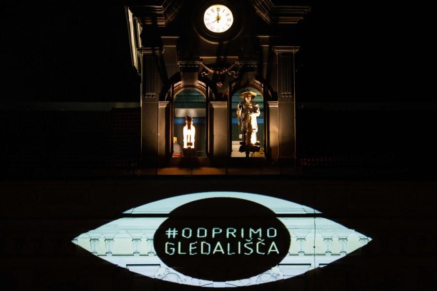 Slovenska gledališča so se preselila v spletno okolje, a spletna izkušnja gledališča ni enaka izkušnji v živo.