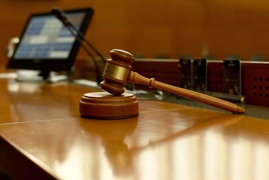 Glasovanje v državnem zboru je opredeljeno z Ustavo Republike Slovenije in Poslovnikom Državnega zbora.