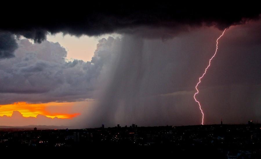 Klima vpliva na vremenske pojave.